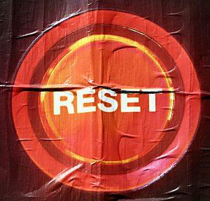 Resetと書かれたワッペン