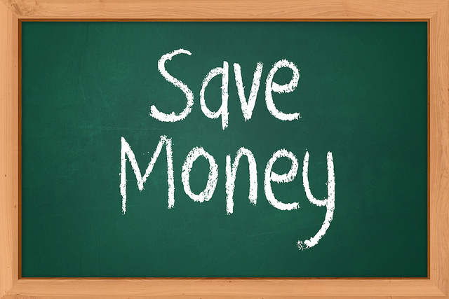 |Save Moneyと書かれた黒板