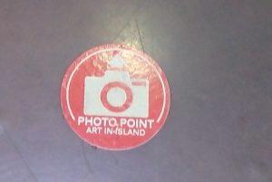 カメラマンの撮影立ち位置を示すシール