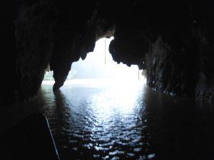 世界遺産洞窟の出口付近