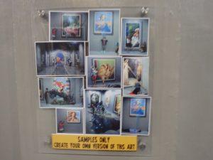 館内あちこちに掲げられているトリックアートの作成サンプル写真
