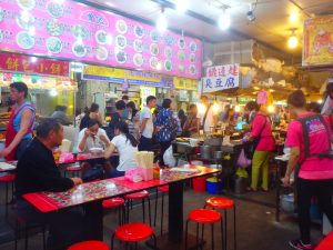 土林夜市の臭豆腐売り場の前