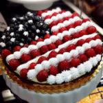 アメリカ独立記念日を祝う星条旗デザインのケーキ