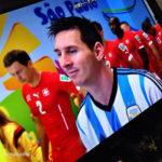 テレビに映るサッカー選手メッシ