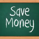 Save Moneyとチョークで書かれた黒板