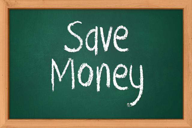 Save Moneyと書かれた黒板