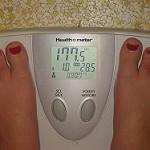 食事前に体重を計りで測定