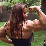 筋肉ムキムキの女性