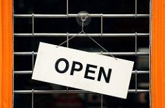 営業中(Open)の札