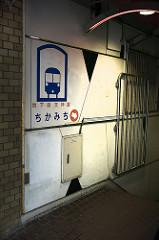 近道ルートを案内する博多天神駅の掲示板
