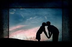 シルエットのキス