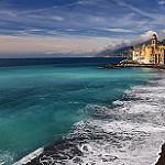 ホテルが並ぶ浜辺