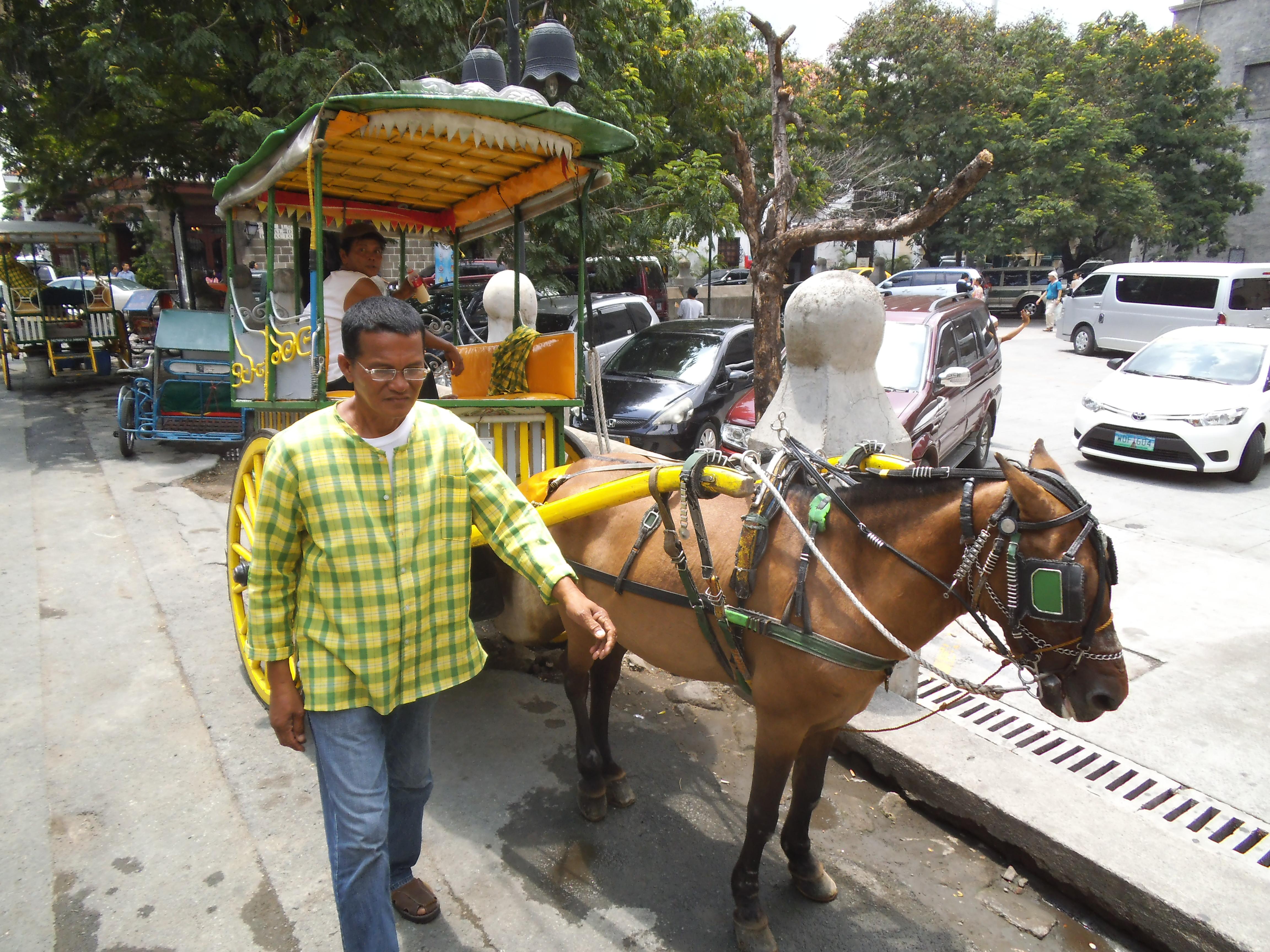 イントラムロス敷地内を遊覧するう4輪馬車カレッサ