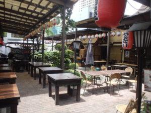 鳥居の内側にある飲食店街