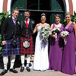 スカートをはくスコットランドの男性たち