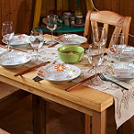 食卓のテーブル