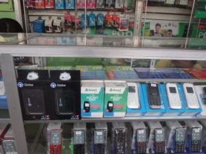 携帯電話ショップのポケットWifi販売コーナー