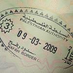 ビザのスタンプが貼られたパスポート