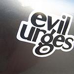 Evil Urgesと書かれたボード