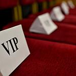 VIPの名札が立てられている椅子