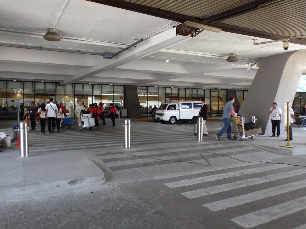 マニラ空港ターミナル1の空港内道路