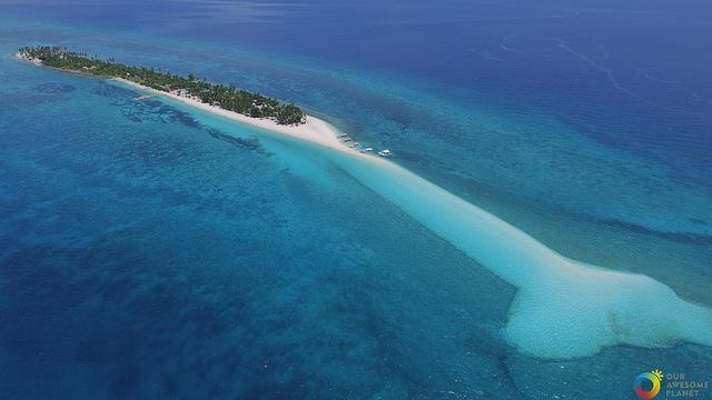空から見たカランガマン島の全景