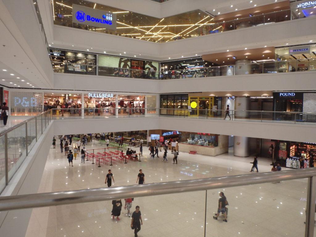 1階メガモール広場の風景