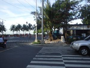 マニラ湾が見える交差点