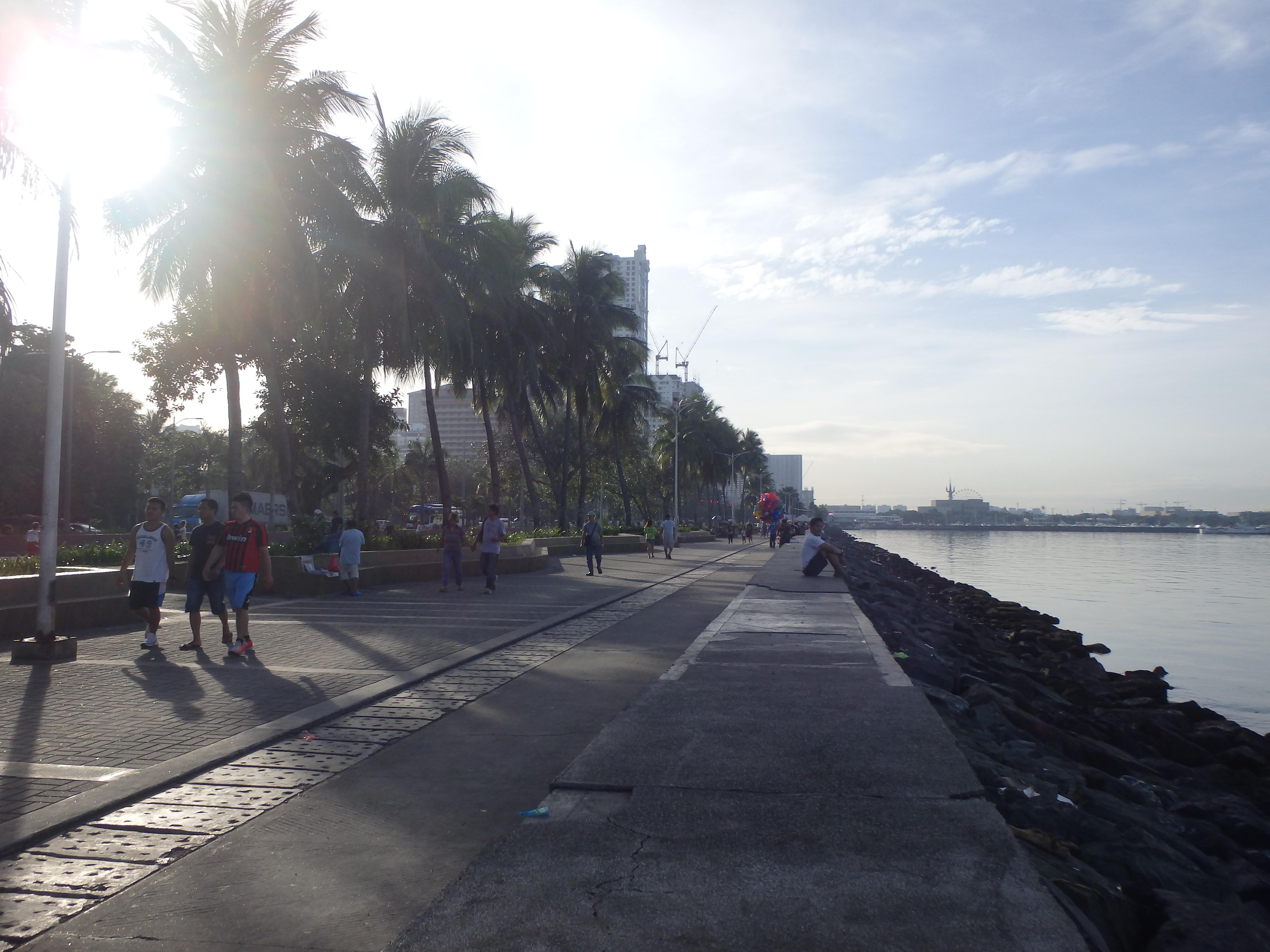 ペドロヒル駅から治安が悪いマラテを通ってマニラ湾岸を散歩する