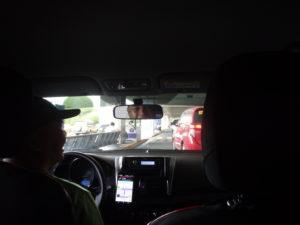 タクシーの中から進行方向を撮影