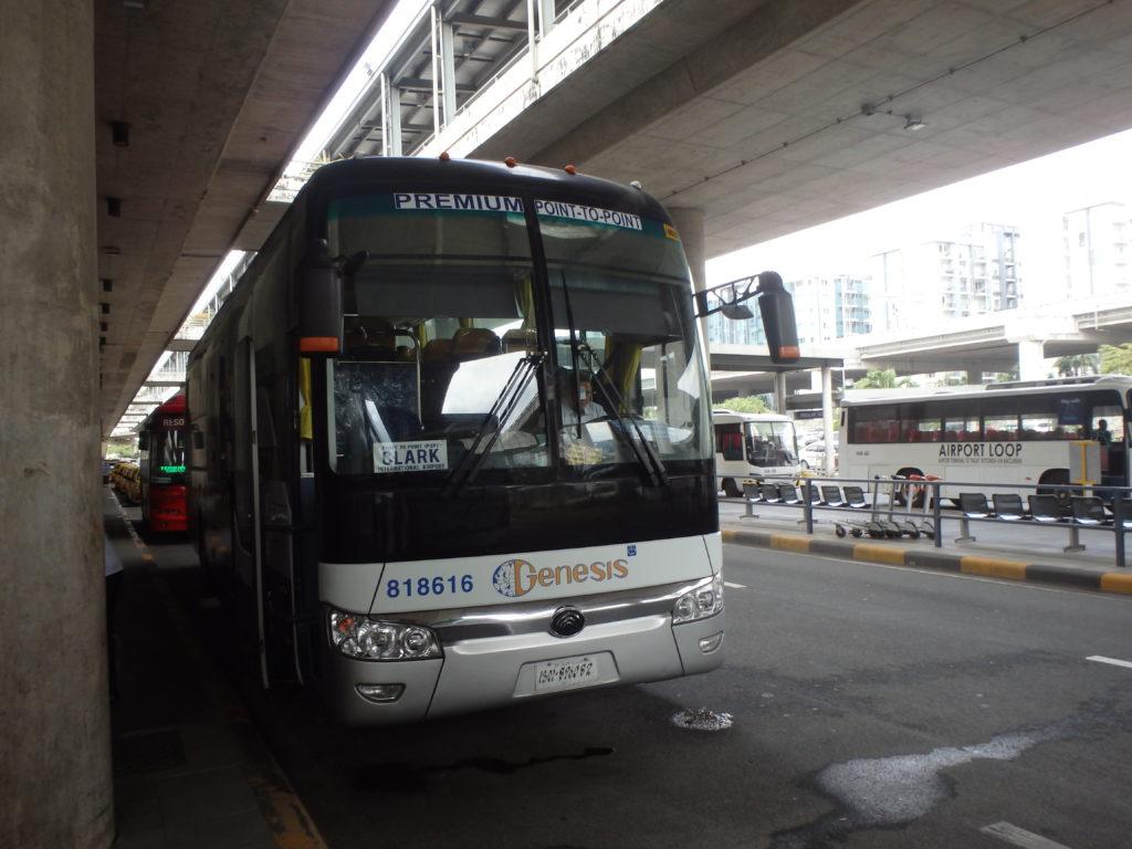 マニラ空港ターミナル3から出発するくクラーク国際空港直行バス