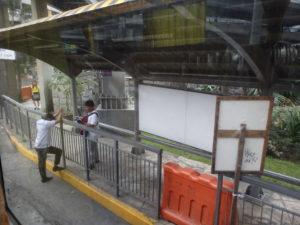 オルティガスロビンソン前のバス停留所