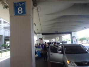 Bay8標識とGrab乗り場
