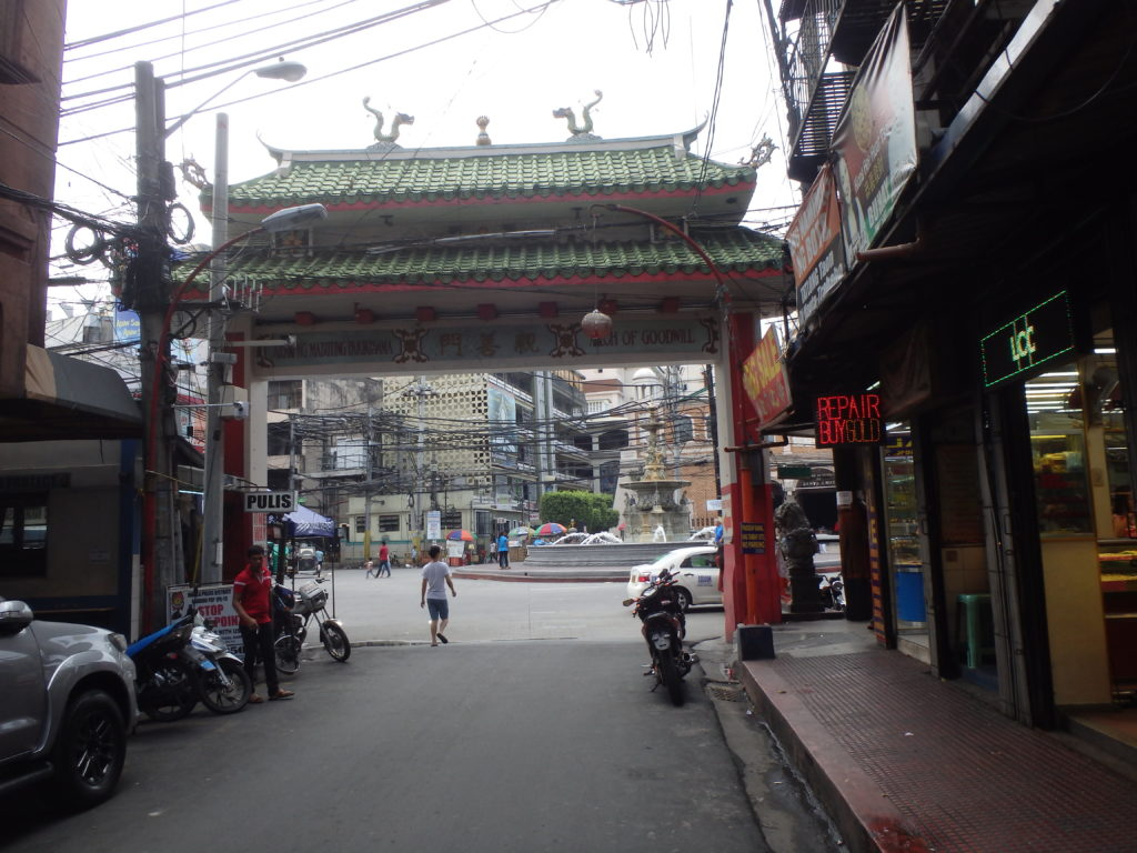 オンピン通りの果てにある東門
