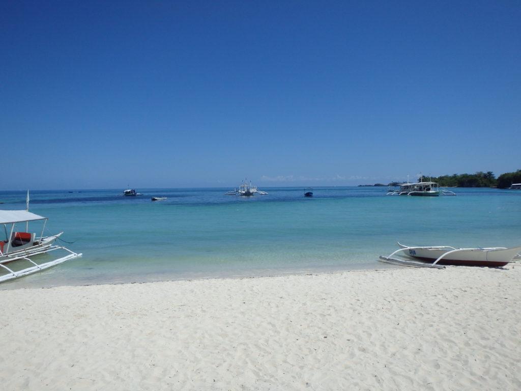 マラパスクア島の白浜
