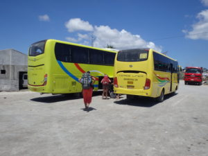 マヤ港に待機しているセブシティ行きのバス