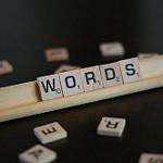 アルファベットの木製ブロックで表現したWord