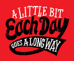A little bit each day goes a long wayと書かれたポスター