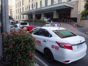 AGニューワールドホテル前に待機しているタクシー