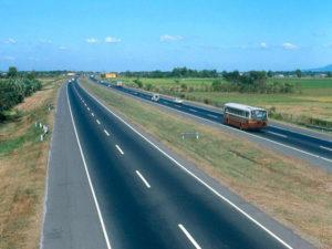 クラークに続く高速道路