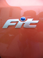 ホンダFit車のFitというロゴマーク