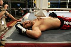 ボクシングでダウンする選手