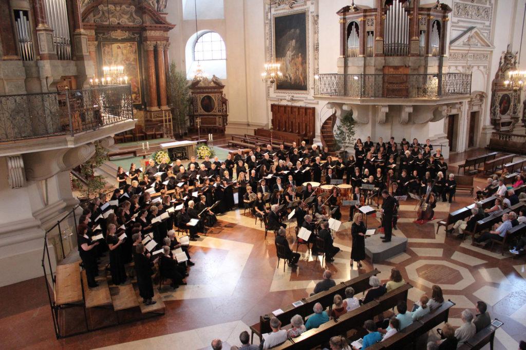 ザルツブルグ祭のオーケストラ演奏シーン