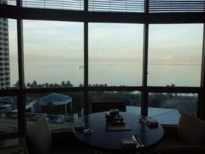 マニラ湾が見えるダイニングルーム