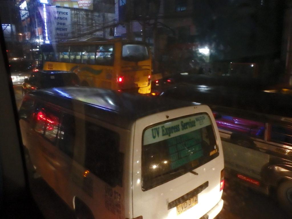 渋滞するマニラの道路