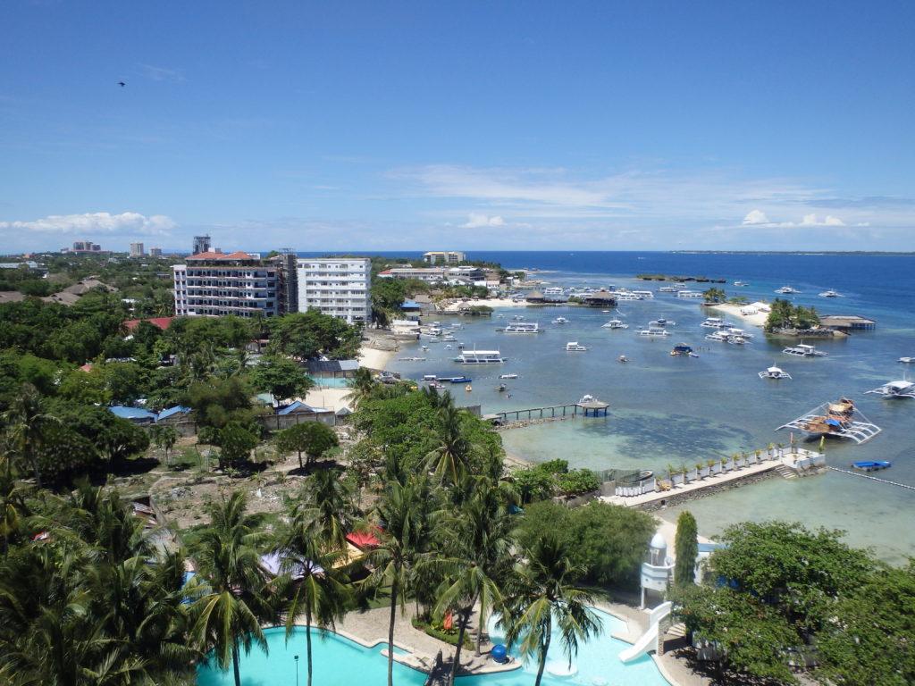 マクタン島リゾートホテルから見晴らす海