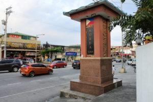 Korean Townと書かれた記念塔