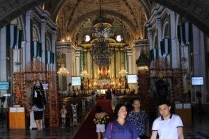サン・アグスティン教会内部の本尊