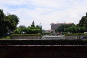 サンチャゴ要塞から見るマニラ大聖堂
