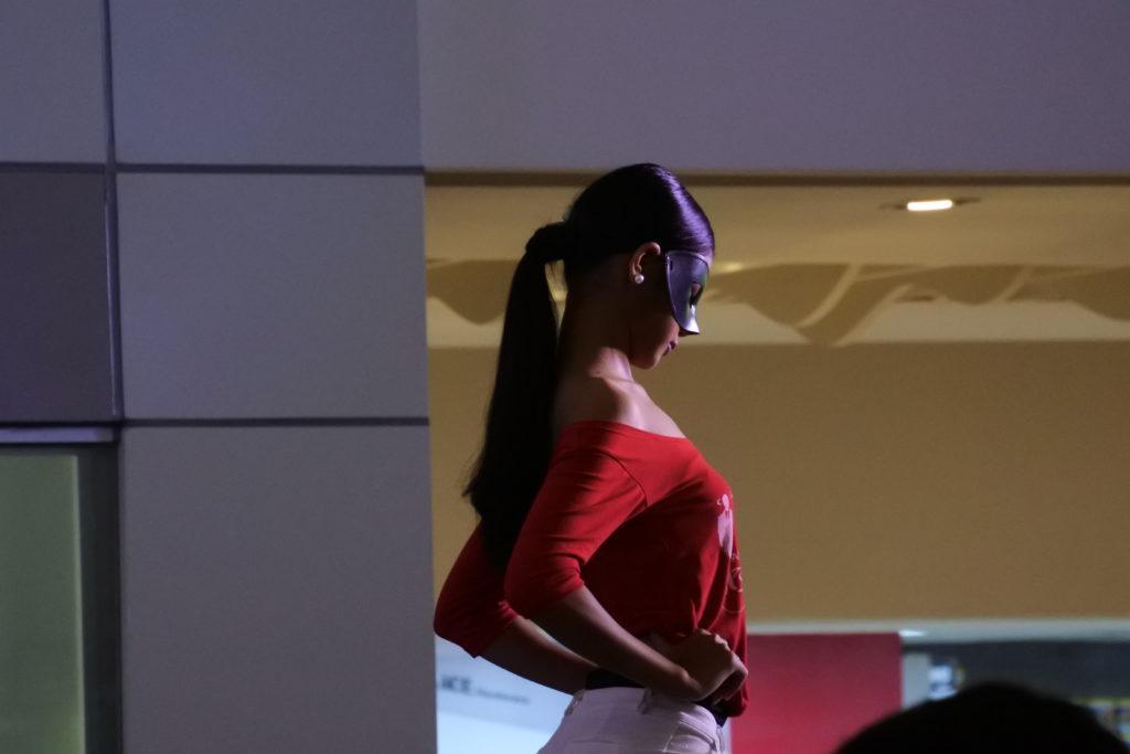 ショーに参加するトランスジェンダーの横顔